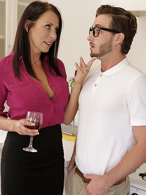 Bigtit milf Reagan Foxx seduces her stepson