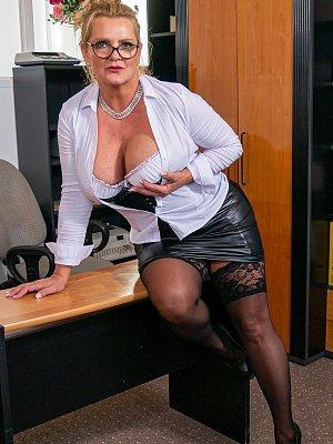 Busty Office Wife