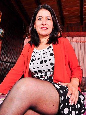 Hot Latina Mom