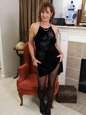 Sexy Mature Wife Lynn Posing
