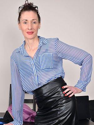 Skinny Wife Scarlet Louise