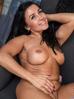 Mature Woman with hot Body