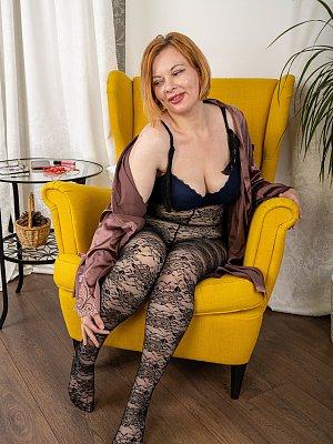 Sexy Mature Wife Posing